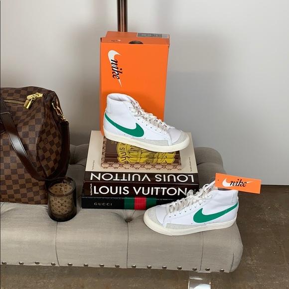 new style e9449 35dfd Nike Blazer Mid  77 Sneakers Green